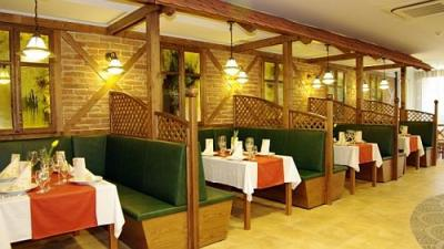 Wellness Hotel Gyula 4* elegant restaurant in the superior Hotel - Wellness Hotel**** Gyula - wellness hotel in Gyula on affordable prices, close to the Castle Bath