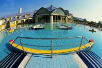 Park Inn Sarvar 4* outdoor swimming pool in the wellness hotel
